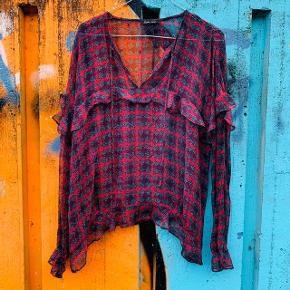Bluse fra Stella Nova i str. 36 - næsten som ny.  Nypris: 1.100 kroner  Materiale: viscose   Søgeord 🔎 :  #trendsalesfund