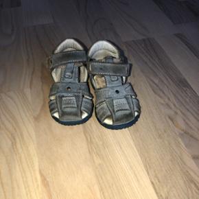 Gode sandaler, fra primigi. De er brugt men er i god stand. Købte dem selv for 500kr. De er i en str. 20