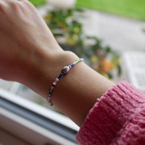 Jeg sælger smykker på min Instagram @kemp_smykker  Det er blandt andet armbånd og halskæder til fine priser