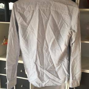 Skjorte fra Ralph Lauren. Slim fit og i str. 12. 100kr ex Porto.
