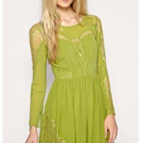 Smukkeste kjole i silke fra whistles. Kjolen er som ny, har kun haft den på en enkelt aften. Nypris var omkring 2200.