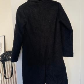 Fineste sorte frakke - perfekt til efteråret 🍂