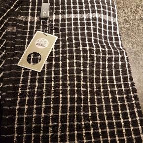 4 køkkenhåndklæder sort/hvid fra Sødahl. Helt nye. Mærker sidder på endnu. Størrelse 50x70 cm.