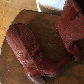 Smukke rødbrune cowboystøvler købt i Paris.  Cowboystøvler - cowboy støvler - western - cowboy