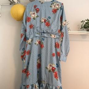 Gestuz kjole str. M Brugt få gange!  Købspris: 499kr   Køber betaler fragt📦 Sender med PostNord📬 Tager ikke vare retur💌 Bytter evt. ved gensidig interesse☝🏼 Mængderabat gives🌸 Betaling via Mobilepay📲  Instagram: @kamilleskauge