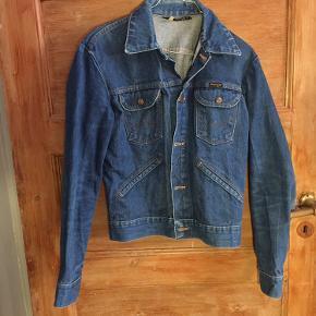 Vintage Wrangler cowboy jakke. God men brugt. Har ingen huller og er i rigtig god stand.