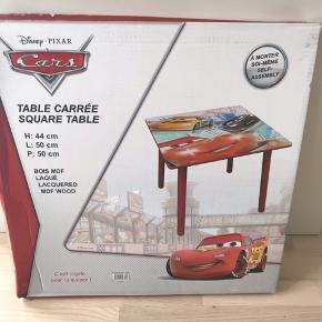 Original Disney Cars bord H:44 B:50cm L:50cm Ny pris 599kr