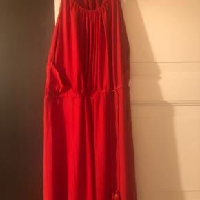 long silky dress, perfect for a summer wedding :)