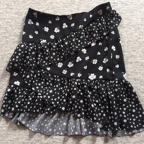 Sød blomstret nederdel