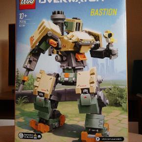 Lego Overwatch - Bastian (+10). Aldrig åbnet - koster 550 kr i butikkerne.