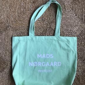Sælger mit helt nye Mads Nørgaard net♻️Pris mærke er stadig på. Vil gerne så tæt på ny pris som muligt...BYD💞der er nogle få mærker som kan vaskes af.. billede 3