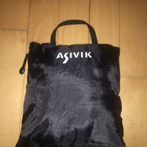 Et hurtigttørrende håndklæde fra Asivik. Fungerer helt som det skal. Brugt nogle gange, men vasket.  90x60cm