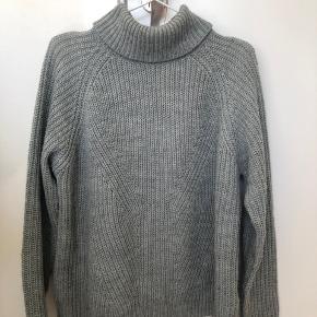 Dejlig og varm sweater.  Bruger selv S