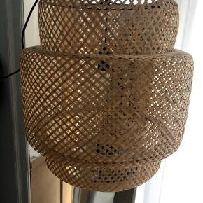 Sinnerlig bambus loftlampe fra IKEA  Np 399,- bud modtages  Afhentes på Nørrebro   Måler:  Højde - 54 cm Diameter - 50 cm