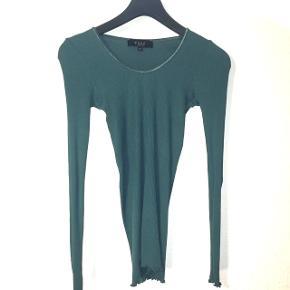 Tynd let petroleumsfarvet silke/bomulds bluse i str s/m   Sender gerne på købers regning.   Evt byd 🤗