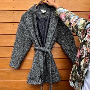 Fin frakke fra H&M.
