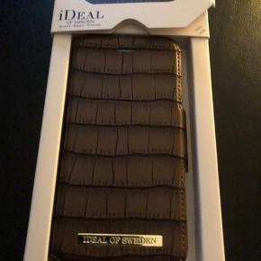 Ideal of Sweden Capri Wallet i brun krokopræget skind - Aldrig brugt. Passer til iphone 8/7/6/6s. Ny pris 350 kr - byd - bytter ikke.