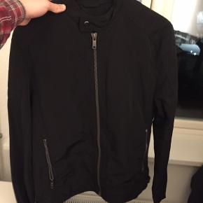 Lækker Zara biker jacket  Aldrig brugt NP 800kr Min pris 400kr  Skriv evt for billeder (PISSE FED ÅBEN)