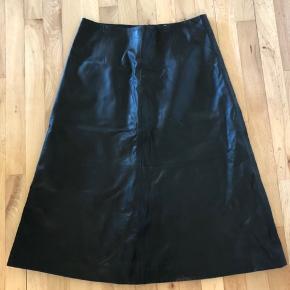 Sort skind nederdele