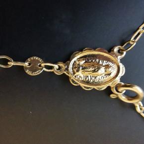 """Super fin rosenkrans i 10 karat guld. Ca 50 cm. og 7 cm. fra """"samlingen"""" og ned."""