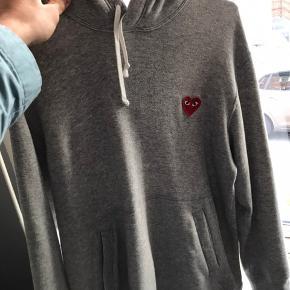 Sælger denne fede play hoodie da jeg ikke længere bruger den så meget og har brug for cash Mp 1000 Bin 1400 Str L Cond 9