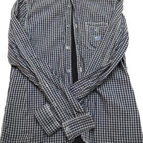 Varetype: skjorte Farve: Sort blå Oprindelig købspris: 1200 kr.  null