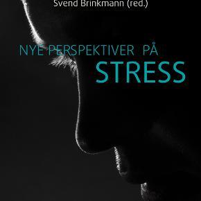 Nye perspektiver på stress, Svend Brinkmann & Malene Friis Andersen, emne: psykologi   ISBN13: 9788771291674 Vægt: 425 g Format: Hæftet Udgave: 1  Hvis du kan se annoncen, så er varen til salg. Sender med dao for 40 kr. Sender med dao 2 gange ugentligt, modtager betaler fragt, og jeg udregner ikke fragt inkl. i prisen.