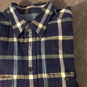 Blå ternet skjorte  Åben for bud  Kan købes og afhentes i Lidkøb på Østerbro stand 7 - 03