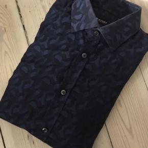 Sender ikke SAND skjorte Model Iver (Ekstra Slim fit) Str 39 Nypris 1000,-