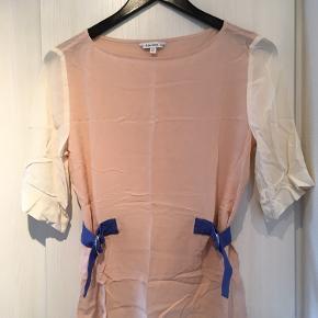 Super fin top i 100% silke.  Se også mine andre annoncer :)