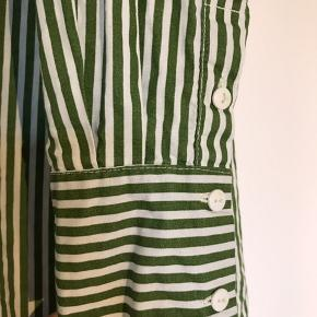 Flot oversized grøn/hvid stribet skjorte fra MSCH. Sælges da den er for stor