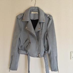 Ruskindsjakke fra Zara. Str. M - men fitter S.