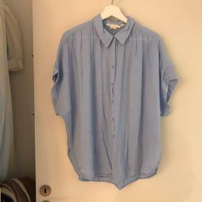 H&M Skjorte, Næsten som ny. Lynge Overdrev - H&M Skjorte, Lynge Overdrev. Næsten som ny, Brugt og vasket et par gange men uden mærker eller skader