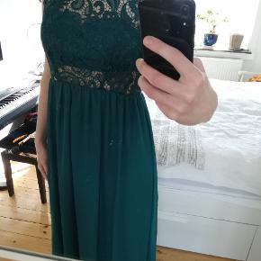 Elegant, lang grøn gallakjole fra Nelly Eve, brugt 2 gange.