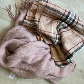 2 lækre store tørklæder. Pris for begge.
