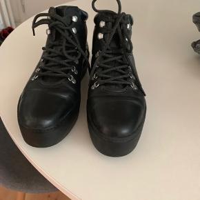 Vagabond støvler  Størrelse 37 Brugt en gang, og står som nye Nypris 1000,-