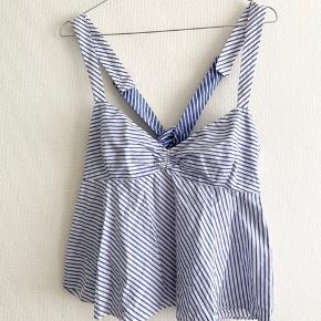 Super fin stribet top fra Zara i str M, men lille i størrelsen, så passer bedst en small!