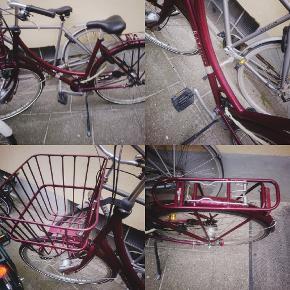 Batavaus dame cykel nypris omkring  4500 kr. Cyklen har små skrammer og en baglygte der er gået i stykker dog uden betydning da der er lygter på hjulene der lyser når man cykler. Cyklen er i fin stand og nyligt synet. Har desværre ikke kvittering da den er blevet væk er købt i 2018 hos amager city cykler.