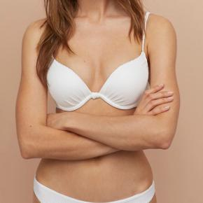 Bikini top i str. 75C sælges