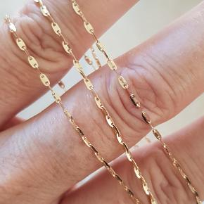 Virkelig Smuk og Meget Funklende 14 Karat Guld Halskæde i Spejl Design.  Guld : 14 Karat Kædens Længde : 49,9 cm Kædens Bredde : 1,2 mm Kædens Vægt : 2,1 g