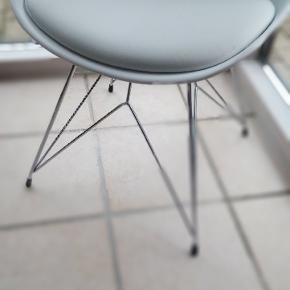 6 stk stole , 2 år gamle Enix spisebord stole købte fra Ilva.  449 kr stk, sælges til 1500 kr for alle 6 stk.