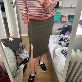 Lang nederdel fra mango. Er aldrig blevet brugt