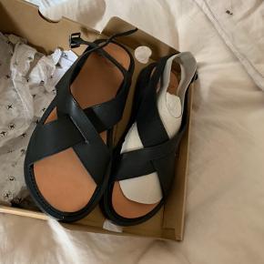 Dr Martens sandaler Abella sælges kr 400,00 aldrig brugt