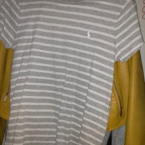 Polo Ralph lauren t-shirt  ALDRIG brugt  Købt i Prag   Str m  Byd