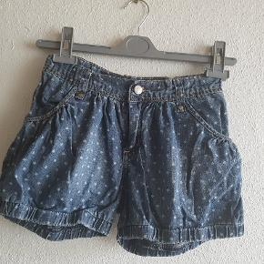 Søde sommer shorts med lynlås, hægte lukning og elastikjustering i siderne