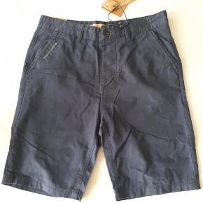 Så lækre chino shorts i str 30 fra Pop-Air Factory. Aldrig brugt, tags stadig på.