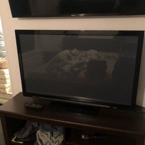 42 tommer plasma tv  Se Link for info Virker Perfekt  https://www.elgiganten.dk/product/tv-radio/fladskarms-tv/TXP42X60E/panasonic-42-plasma-tv-tx-p42x60e