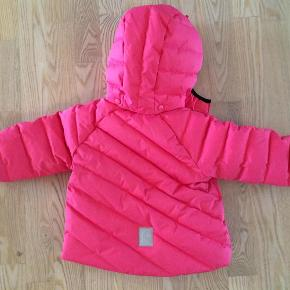 Varetype: Dun jakke Farve: Se billede Oprindelig købspris: 799 kr. Kvittering haves.  Skøn dunjakke til den lille pige fra reima den er brugt et par gange men blev købt for stor den er BYD Mp 300 pp