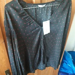 Skjortebluse fra envii i str. M. 100 bomuld. Ny og ubrugt. Byd 😊