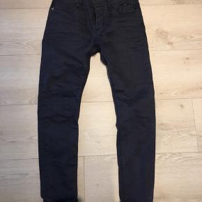 Blue De Genes jeans  Model: Repi Brugt 1 gang..   Nypris: 1299,-   Byd! :-)